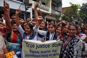 Phản ứng của những cô gái Ấn Độ trước cái chết của 4 bị cáo hiếp dâm