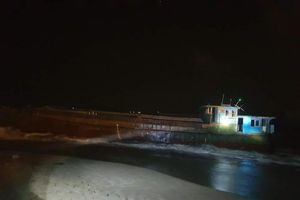 Tàu không người lái nghi của Trung Quốc trôi dạt vào bờ biển Hà Tĩnh