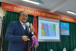 Tiến sĩ Trần Công Trục chia sẻ các vấn đề về Biển Đông tới sinh viên Hải Phòng