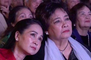 Giữa ngổn ngang của việc cổ phẩn hóa, nhiều nghệ sĩ bật khóc ở lễ kỷ niệm 60 năm hãng Phim truyện Việt Nam