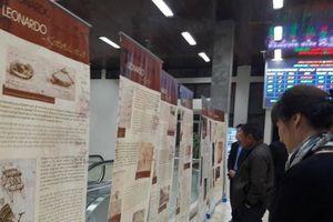 Khách đi tàu hào hứng với triển lãm về thiên tài Leonardo da Vinci