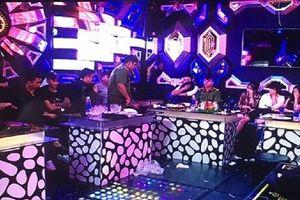 Nhóm thanh niên góp tiền mua ma túy tổ chức cho bạn trong phòng karaoke