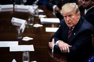 Nhà Trắng lại đối đầu gay gắt với đảng Dân chủ