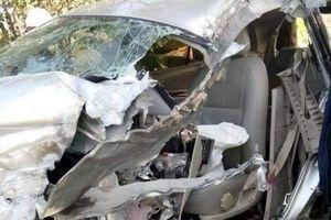 Xe tải và Innova đâm trực diện, ba người bị thương nặng
