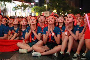 Dàn gái xinh 'cực phẩm' cổ vũ đội tuyển U22 Việt Nam