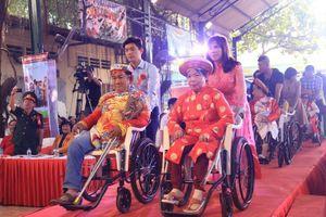 Người khuyết tật và công nhân được tổ chức đám cưới miễn phí