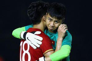 Thủ môn Văn Toản nhận 'mưa lời khen' sau trận thắng Campuchia