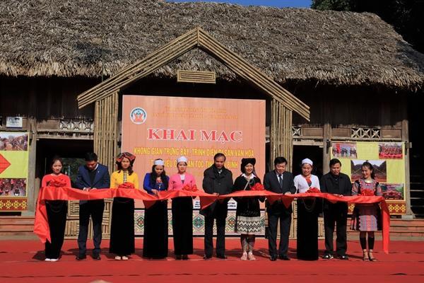 Trưng bày và trình diễn di sản văn hóa tiêu biểu các dân tộc tỉnh Hòa Bình