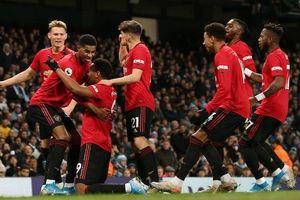 Man United kéo 'sập' sân Etihad của Man City