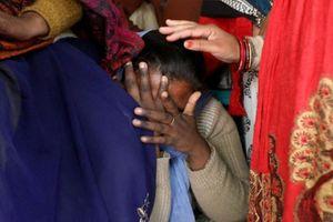 Nạn nhân hiếp dâm chết tức tưởi sau khi bị thiêu sống trên đường đến tòa