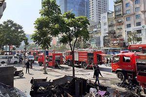 Cháy lớn phòng giao dịch ngân hàng trên đường Nguyễn Chí Thanh