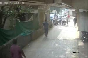 Đứa bé 2 tuổi rơi từ tầng 3 may mắn sống sót nhờ người đi đường