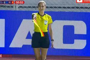 Ngắm nhìn những nữ trọng tài đẹp nhất trong trận chung kết bóng đá nữ giữa U22 Việt Nam và U22 Thái Lan