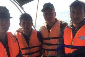 Vượt sóng gió, cứu thuyền viên trên tàu chìm tại cửa sông Văn Úc