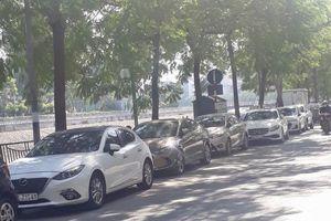 Báo động tình trạng ô tô đỗ xe trái phép dưới lòng đường