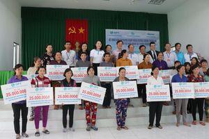 Trao vốn tín dụng quay vòng hỗ trợ phòng tránh thiên tai cho phụ nữ nghèo tỉnh Hậu Giang