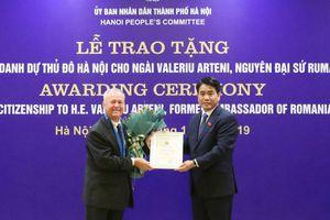 25 năm gắn bó - nguyên Đại sứ Rumani được tặng danh hiệu Công dân danh dự Thủ đô Hà Nội