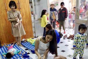 Hoa hậu Trần Tiểu Vy tặng học bổng cho trẻ em khuyến tật, mồ côi