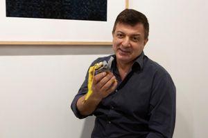Quả chuối dán tường giá gần 3 tỷ đồng bị ăn ngay tại triển lãm
