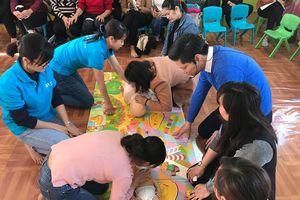Giáo viên mầm non Hà Nội học kỹ năng xử lý khi trẻ đuối nước, hóc dị vật