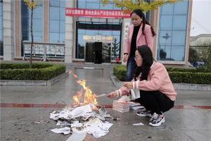 Thư viện Trung Quốc đốt sách khiến cộng đồng mạng nổi giận