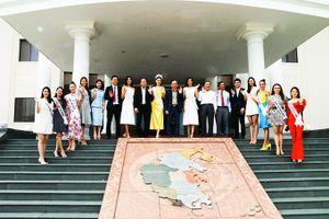Lãnh đạo tỉnh Khánh Hòa gặp mặt Hoa hậu Hoàn vũ Việt Nam năm 2019