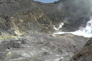 Hàng chục người nghi mất tích sau khi núi lửa New Zealand phun trào