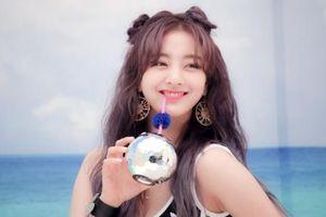 Jihyo (Twice) đi không vững ở sân bay