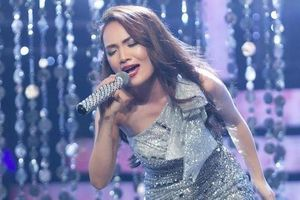 Nhật Thủy hát giả giọng 10 ca sĩ Việt