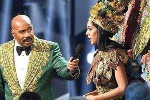 Hoa hậu Malaysia không buồn khi bị lấy lại giải Trang phục dân tộc