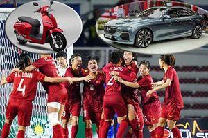 Tuyển bóng đá nữ Việt Nam được tặng ôtô, xe máy điện VinFast