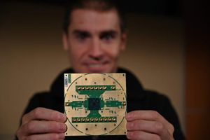 Intel tạo ra chip xử lý để điều khiển siêu máy tính lượng tử