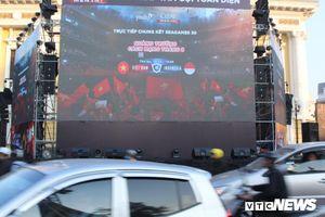 Hà Nội lắp 3 màn hình khổng lồ trước Nhà Hát Lớn cùng dàn hot girl cổ vũ U22 Việt Nam