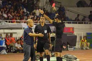 Thái Lan 'soi' chiếc thẻ đỏ của HLV Park Hang-seo