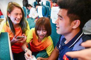 Những VĐV đoạt huy chương vàng trên chuyến bay về Việt Nam