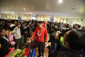 Các đoàn thể thao Việt Nam tiếp tục đáp chuyến bay về Hà Nội