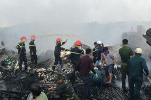 Cháy lớn thiêu rụi 12 căn nhà, bé gái 14 tuổi tử vong
