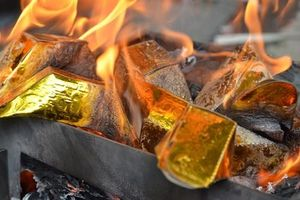 Têt đến, Xuân về: Đừng mê muội đốt vàng mã nhà lầu, xe hơi, nội y, em út!