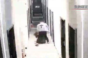 Clip sĩ quan cảnh sát đánh đập bạn gái gây sốc tại Trung Quốc