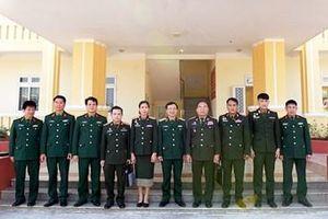 Đoàn Báo Quân đội nhân dân Lào thăm, làm việc tại Trung đoàn 50 và Báo Quân khu 3