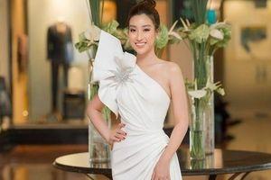 Top 10 bộ trang phục thảm đỏ đẹp hút hồn của sao Việt năm 2019