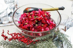 Vinegret - Salad củ cải đường truyền thống của Nga, món ăn phổ biến trong tháng mùa đông