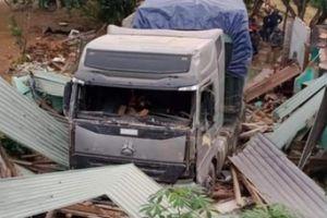 Thông tin mới vụ xe đầu kéo tông sập nhà dân ở Quảng Nam