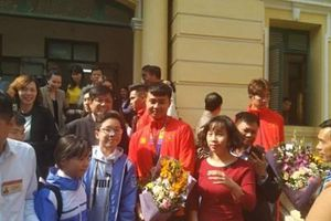Vừa về đến Hải Phòng, thủ môn Nguyễn Văn Toản được thưởng 'nóng'