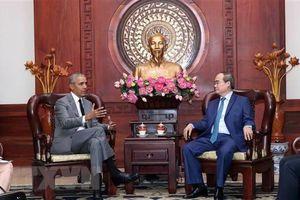 Cựu Tổng thống Mỹ Obama đến thăm Việt Nam cùng vợ