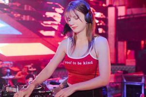 Bỏng mắt với đường cong của nữ DJ Ukraine 'thả thính' Đoàn Văn Hậu