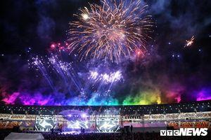 Philippines chia tay SEA Games 30 bằng màn pháo hoa rực trời