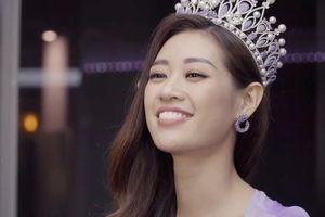 Khánh Vân và Thúy Vân thử trả lời câu hỏi ứng xử tại Miss Universe