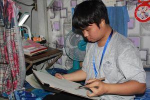 Nỗ lực vượt bậc của một sinh viên khuyết tật