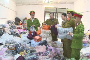 Thanh Hóa: Bắt giữ gần 7 tấn hàng hóa, sản phẩm may mặc không rõ nguồn gốc
